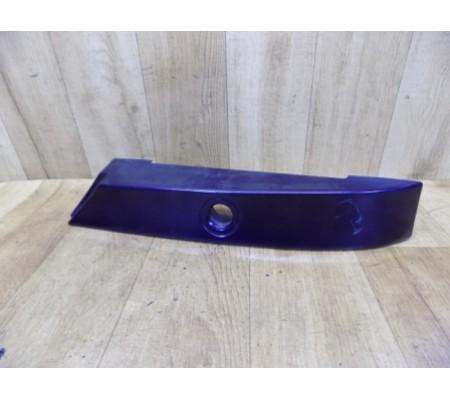 Накладка под правый фонарь, хэтчбек, Ford Mondeo 2, 96BBA403C08ALW