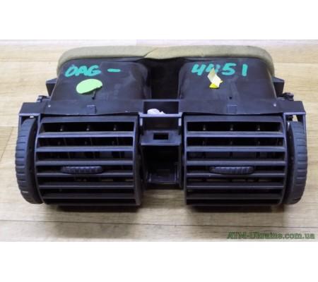 Воздушный дефлектор (центральный) 90560344 Opel Astra G