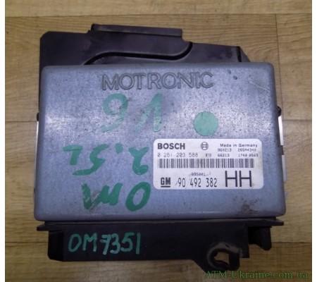 Блок управления двигателем ЭБУ Opel Omega B 90492382