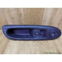 Блок управления стеклоподъемником и подушкой безопасности, правый Renault Clio 2, 8200084005