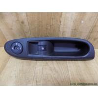 Панель / корпус кнопок стеклоподъемника, и подушки безопасности, правая Renault Clio 2, 8200084005