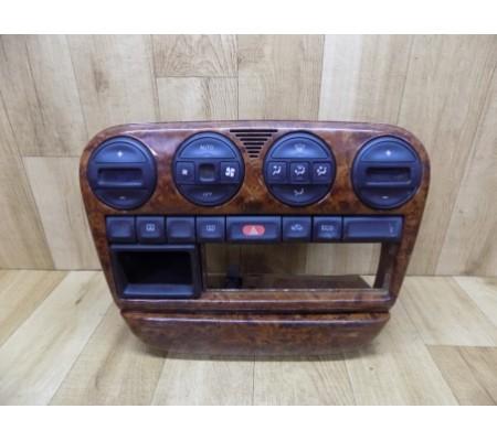 Центральная консоль под магнитофон с блоком кнопок и пепельницей, Opel Omega B, 090436997